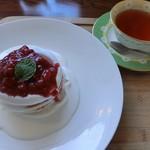 コロニー - パンケーキと紅茶   1020円