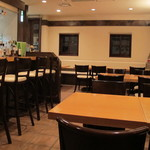 kumakichi食堂 - 意外と広い店内