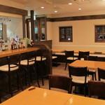 kumakichi食堂 - テーブル18席カウンター5席の店内
