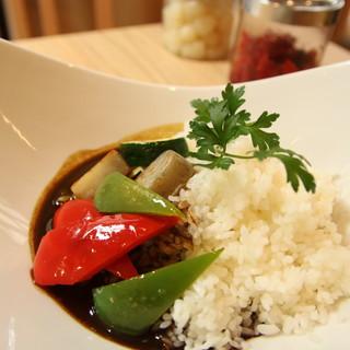 お野菜のオリジナル黒カレー