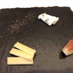 フランス料理 Allegro le mariage - ワインが残っていたのでアテにチーズを頂く
