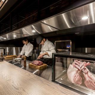肉の旨味を閉じ込めた氷温熟成肉のステーキをカジュアルに