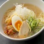 地鶏ガラスープ冷麺