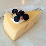 カフェ プラド - チーズケーキ 380円