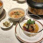 77154478 - 酸辣湯麺 (前菜、スープ、ご飯付き)四川式黒酢の効いたサンラータン麺                       1250円