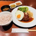 やさいや 鉄板焼野菜 - やさいや特製ハンバーグ(1,000円)