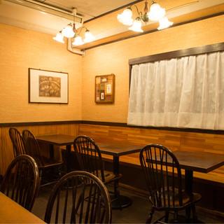 静かにJAZZの流れる、昭和の喫茶店のような気取りのない空間