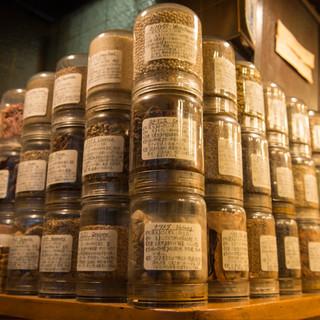 美味しさの秘訣は、36種のスパイスと秘伝のソース