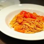 77159486 - フレッシュトマトと海老の辛口トマトパスタ