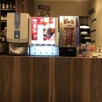カフェ&ダイニング ライラック - ドリンクバー。あったかいカッフェ類やティーパックもいろいろあります。