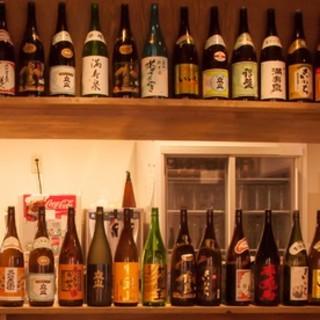 地元の美味しい日本酒を中心に豊富なアルコール類が揃う