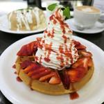 Urth Caffé - ストロベリーワッフル
