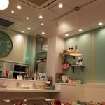 Hawaiian Cafe & Bar Tee-Tee - 店内はパステルトーン