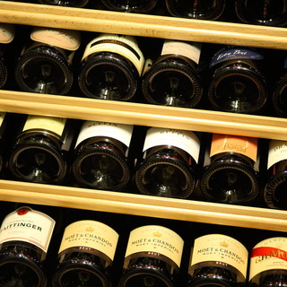 シャンパンは100種類からお好きなテイストでご用意できます。