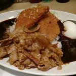 東京スタミナカレー 365  - ハムカツスタミナカレー10辛半熟ゆで卵キャベツ。