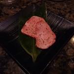 焼にく 和牛食堂 - 芯たん(1皿)