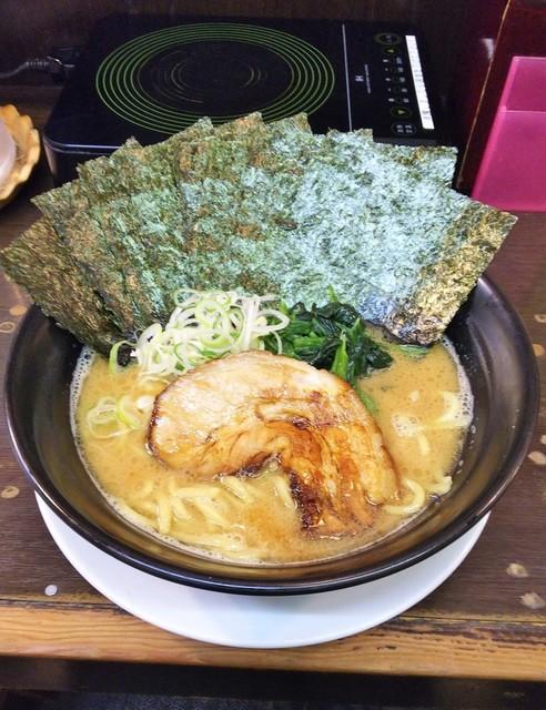 日の出らーめん 横浜桜木町本店 - ラーメン710円麺硬め。海苔増し100円。
