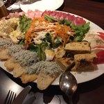 エッセドゥエ - 自家製のハムと彩り前菜、サラダの盛り合わせ