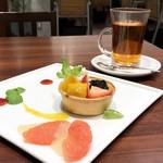 77183808 - キッシュ プリン アラモード / セットの紅茶(税別980円)