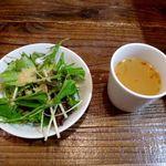 77184569 - サラダとスープ