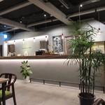 ドロップ イン トットリ - 一階にあるカフェは宿泊者以外の方も食事が出来る様になってました。