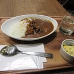 ドロップ イン トットリ - 夜食はビーフカレー650円です。