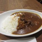 ドロップ イン トットリ - ビーフカレーは牛肉がゴロっと入った旨みのあるカレー、夜食には最適の一品でした。
