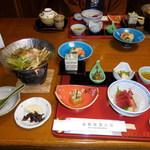 箱根強羅山荘 - 夕食、品数豊富です。