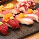 炭火バル あじと - 肉寿司の種類豊富!
