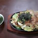 鉄板焼きうどん どんどんどん - 料理写真:ダシ味鉄板焼きうどん 730円