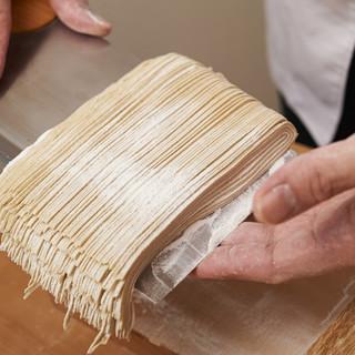 神楽坂の名店仕込みの本格手打ち蕎麦が多彩&絶品!