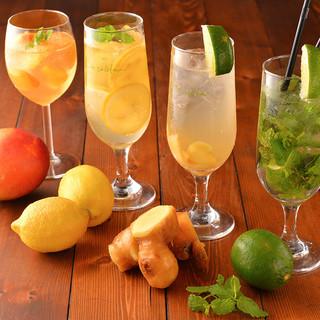 新鮮なフルーツや野菜をカクテル・スムージーにしてご提供!