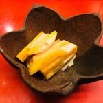 くずし懐石 縁 - 柿の白和え。柿は食べすぎて大嫌いだけど、これは美味しかった。