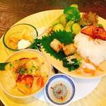 ハルワ食堂 - 料理写真:本日のアジアめし・鶏肉と野菜のタイグリーンカレー