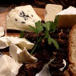 ビステッカ ニク バル プラスサンジュウロク - クリームチーズ、ブルーチーズ、カマンベール