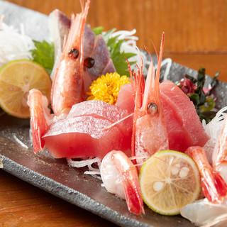 店主の目利きと腕前が光る新鮮な魚介を使った自慢の一品