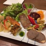 クッチーナ・カーザリンガ・フェルマータ - プリモコース 前菜盛り合わせ