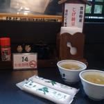 姫松屋 - ・厚みある紙おしぼり、(土鍋の蓋を取る時にも便利)