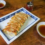 会津らーめん 磐梯山 - 「黒豚餃子(8個)」(500円)。ヨメと一緒なんで贅沢できました。