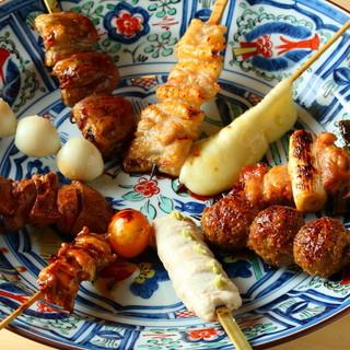 甲斐路軍鶏(農場直送)など、厳選された素材を使用する串焼き