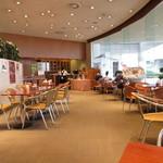 ラウンジ ボヌール - 高志会館1階にあります。