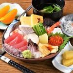 すし 笑魚亭 - 料理写真:人気のちらし(かい) ※2019年9月より昼限定とさせていただきます。