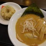 坊屋 - 料理写真:味噌ラーメン+チャーハン(890円)