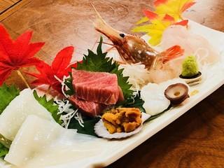 ねぶたの國 たか久 - 料理は近海産のマグロやホタテ貝