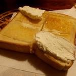 リスボン - クリームトースト320円
