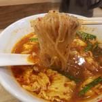 辛麺屋一輪 - 辛麺の辛さ3の麺リフト
