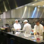 シンガポール シーフードリパブリック - キッチン・クルー