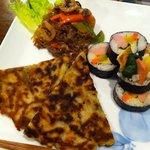 赤繪町工房 - 料理写真:有田屋ランチ(韓国風のり巻、チヂミ、チャプチェ)