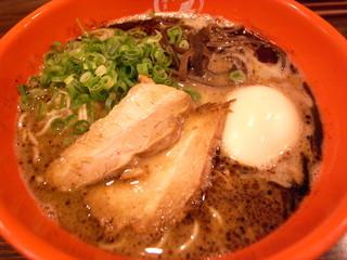 博多新風 博多デイトス店 - 新風麺。煮玉子入り。とんこつスープにコクのあるマー油が最高!