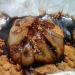 餅文總本店 - わらびういろにきな粉と黒みつをかけたところ